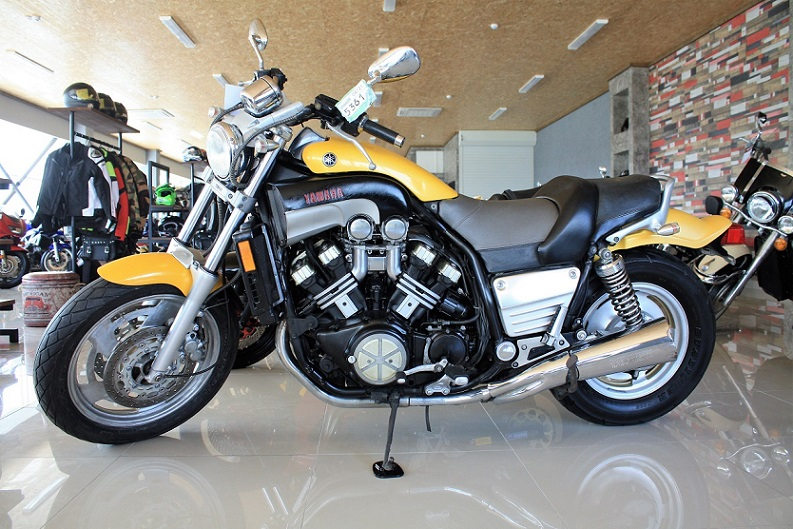 Yamaha-V-Max-1200-2